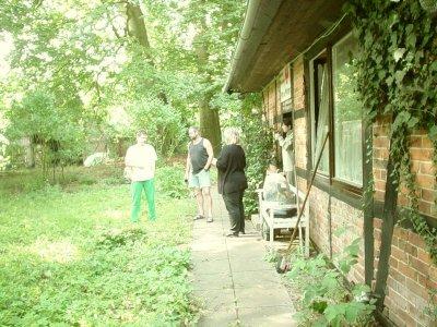 Hier wird die Befreiung des Hauses vom Urwald geplant